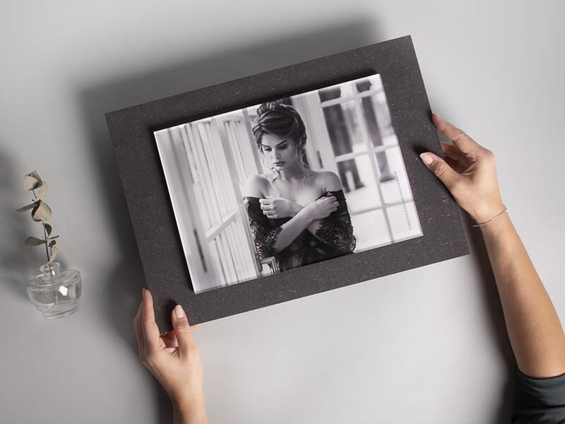 Schwebendes Foto hinter Acrylglas
