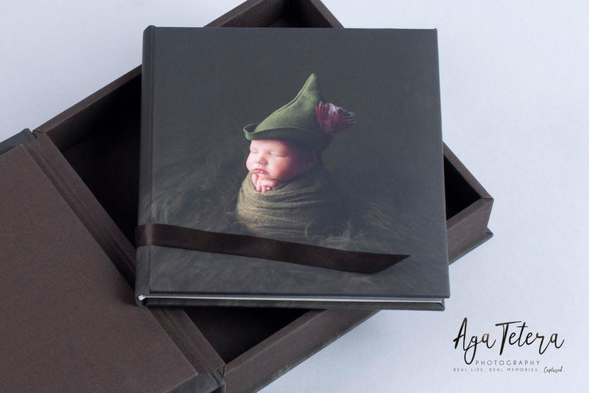 Creative cover tiny newborn lay flat photo album professional photographer newborn photographer photo book